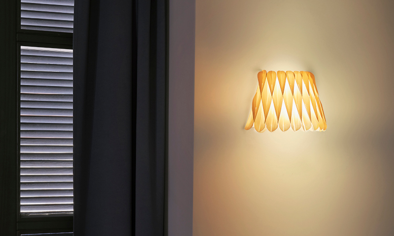 aplique-de-pared-de-madera-natural-lola-lzf-lamps-ambiente