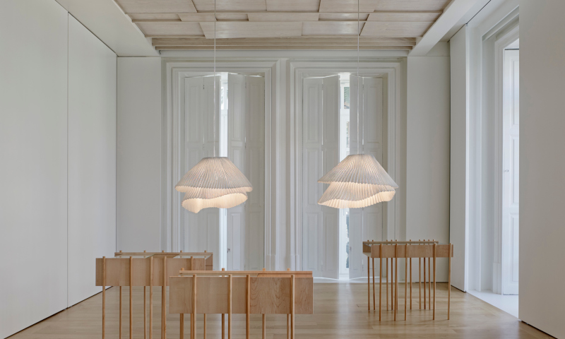 elegante-lampara-colgante-de-diseño-para-salon