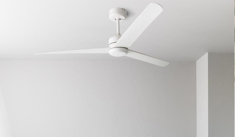 ventilador-blanco-con-luz-para-ventilar-y-refrescar-la-casa-3-palas-nuu-led
