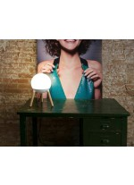 Lámpara de mesa moderna en 2 colores con trípode de madera - Mine - Faro