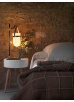 Lámpara de mesa con luz colgante y detalles en piel marrón, oro y negro – Almon – Aromas
