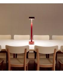 Lámpara de mesa de metal en 3 colores – Peak – Milan