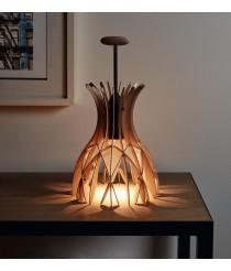 Lámpara de mesa fabricada con finas lamas de madera natural – Domita – Bover