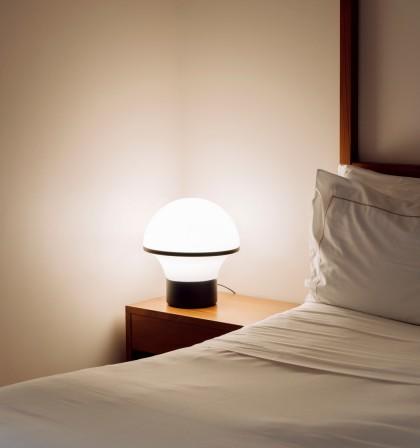 Lámpara de mesa con sistema táctil de regulación en 2 tamaños – Geyser – Milan