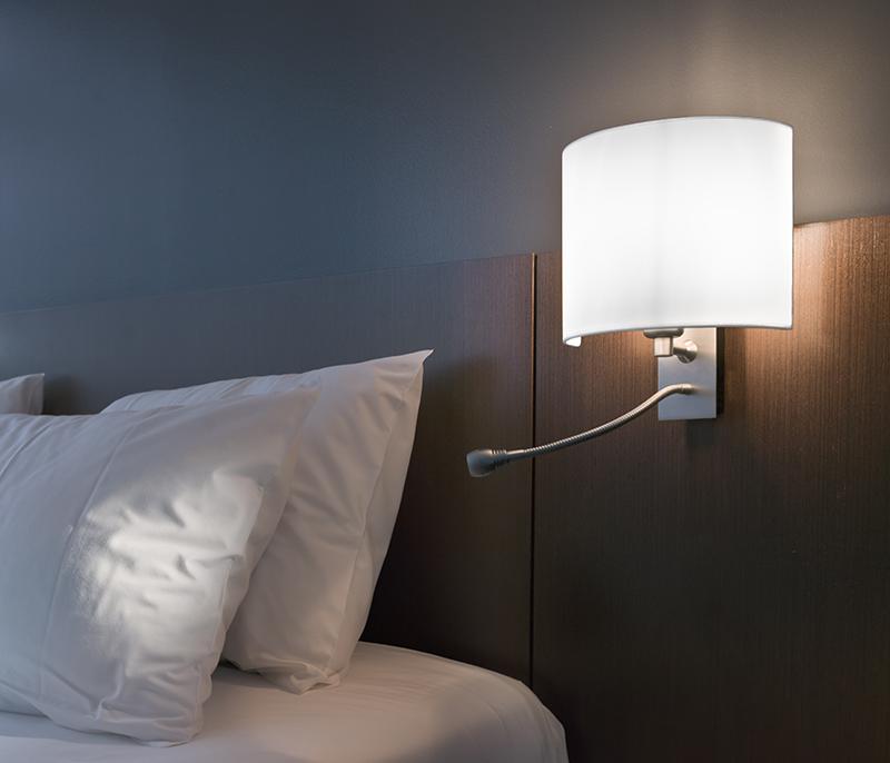 Elige la temperatura de la luz que más le conviene a tu hogar y sustituye  las bombillas antiguas. También puedes revisar la iluminación de tu  despacho. ee2234f667d