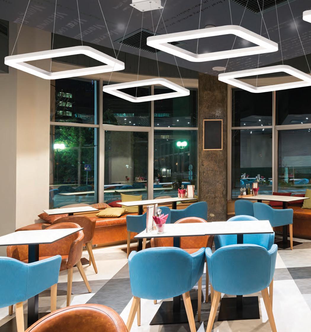 4963f1f19 Las placas LED en el techo dan una luz uniforme y muy agradable para los  clientes