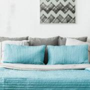 5 ideas para decorar con lámparas de mesita de noche